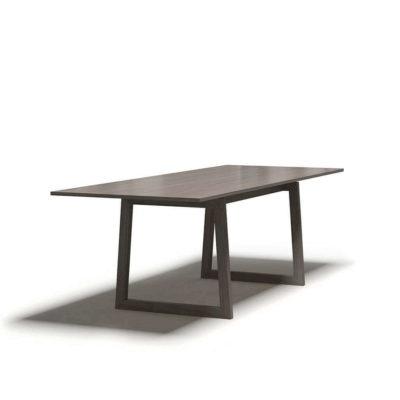 большой обеденный деревянный стол