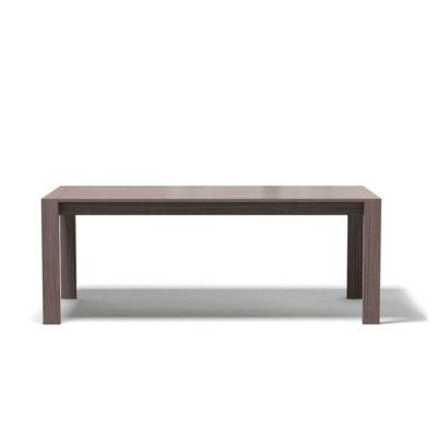 большой обеденный стол из дерева