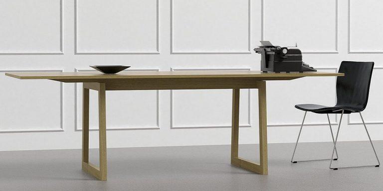 Большой рабочий и обеденный стол из массива дуба